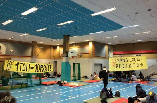 Les sans logis occupent le gymnase à côté de l'Elysée