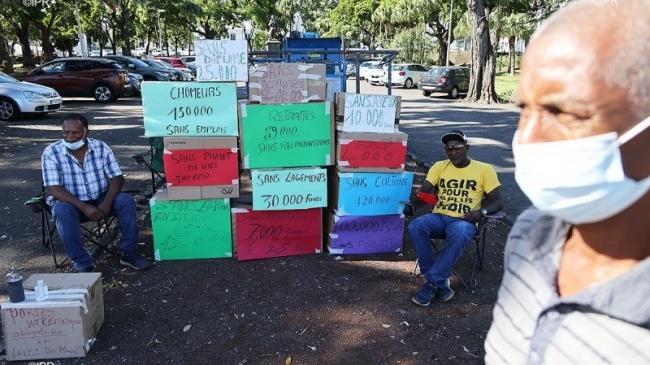 Action devant la préfecture pour dénoncer la précarité et l'inaction politique (La Réunion)