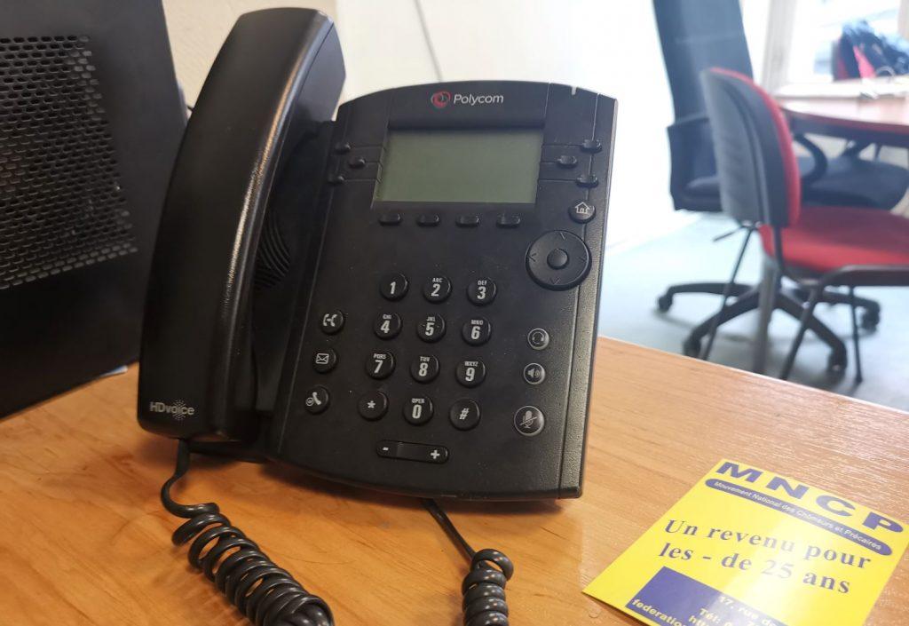 Permanence téléphonique de défense des droits : « Ne plus se sentir seul face à un système qui nous broie »